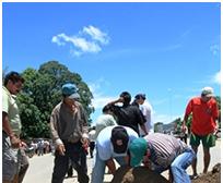 Bloquean puente de Ichilo para evitar acarreo de electores