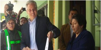 Vicepresidente arremete contra Defensor del Pueblo, en día de elecciones