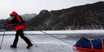 21 días sobre y bajo el hielo: Un español cruza el lago más profundo del mundo