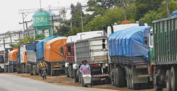 Los tres camiones con soya robada circulaban por el sexto anillo, zona norte, de la capital cruceña