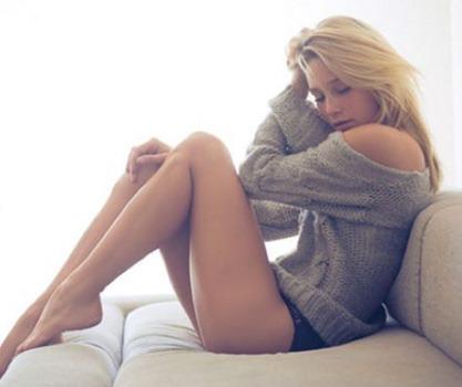 Sexo natural en la cama