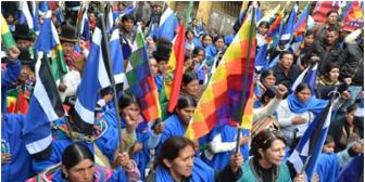 """Por """"fechorías"""" de sus dirigentes, Bartolinas """"sufren"""" al caminar con sus mantas azules por las calles"""
