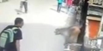 YouTube: Insultó a un mono y mira lo que le pasó