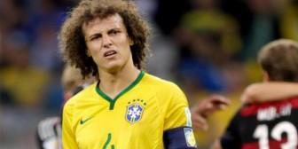 David Luiz niega que aún se mantenga virgen