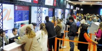 Unas 800 personas alcanzan beneficios en Outlet de viajes