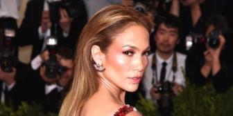 Jennifer López y Madonna protagonizaron un incómodo encuentro en la gala del MET