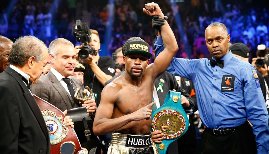 LAS VEGAS, NV - MAY 02: Floyd Mayweather Jr. celebrates the unanimous decision victory during the welterweight unification championship bout on May 2, 2015 at MGM Grand Garden Arena in Las Vegas, Nevada.   Al Bello/Getty Images/AFP == FOR NEWSPAPERS, INTERNET, TELCOS & TELEVISION USE ONLY ==