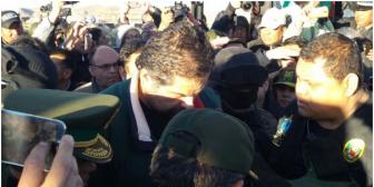 Belaúnde ya se encuentra en Perú; Evo y ministros estuvieron en la frontera para la entrega con gran despliegue mediático