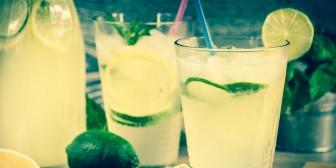 ¿Tiene sentido la moda de tomar agua con limón por las mañanas?