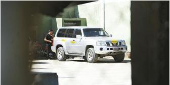 Dos policías ebrios disparan contra vehículo oficial del piloto de Evo