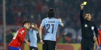 El árbitro que expulsó a Cavani le apuntó a Jara