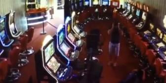 Tirotean a trabajador de un salón de juegos