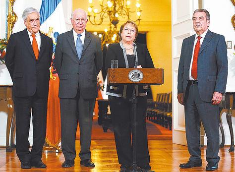 Chile. Bachelet con los expresidentes SebastiánPiñera y RicardoLagos.