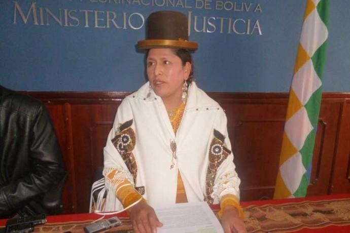 ARANCEL. La ministra de Justicia, Virginia Velasco, tomó la decisión de reducir el coste de los trámites en las Notarías