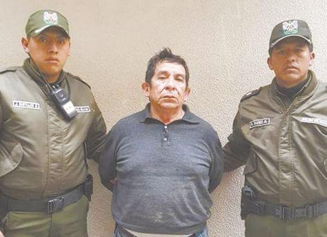 Operativo. Efectivos de la Policía Boliviana exhiben a 'El Killer'.