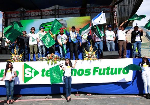 El presidente Evo Morales durante un acto de campaña electoral junto a dirigentes sindicales. -   Abi Agencia