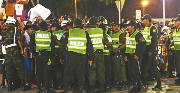 control riguroso más de 5.000 efectivos policiales y militares, además de guardias municipales, se encargaron del orden en el corso