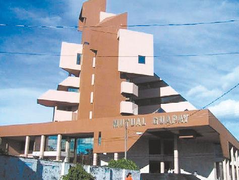 Financiera. El edificio central de la Mutual Guapay en la ciudad de Santa Cruz. La entidad quebró en 2008. Foto. construmat.com.bo