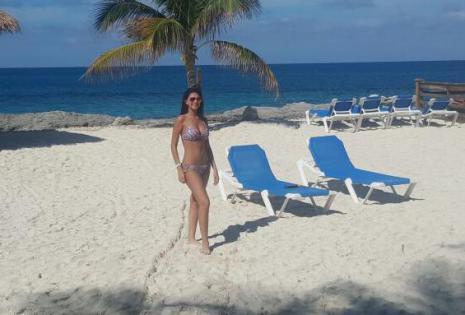 Anabel Angus en Bikini 2