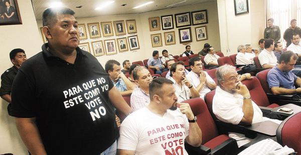 Los acusados Juan Carlos Guedes y Gelafio Santiesteban ya no podrán ingresar al juicio con estas poleras