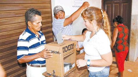 Sufragio. Una ciudadana vota en la ciudad de Riberalta (Beni) durante las elecciones generales de 2014.
