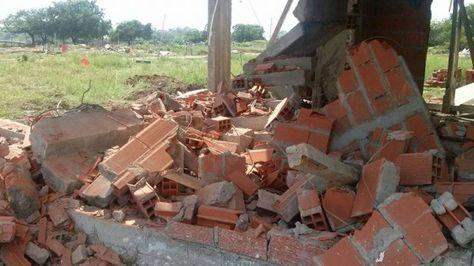 Foto del desalojo publicada en la página web del consulado en Argentina