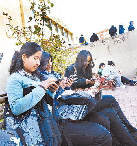 Acceso. El estudiante pueden llenar sus datos desde su celular.