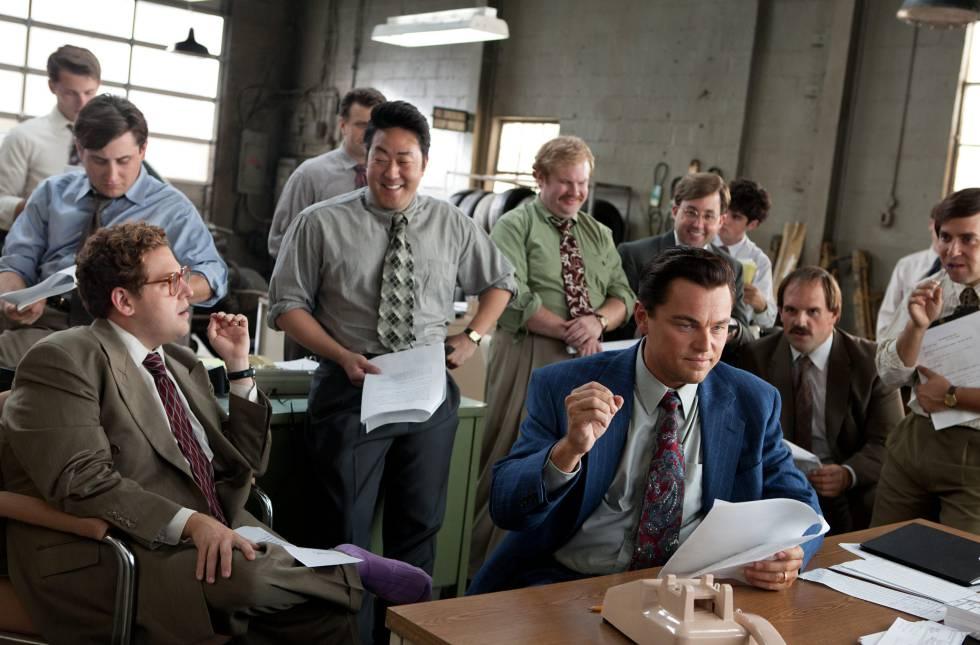El tercer hombre de la derecha, con raya al lado y gafas, supuestamente interpreta a Andrew Greene.