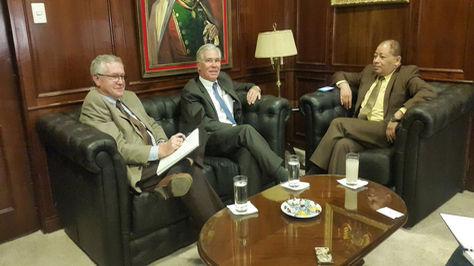 El ministro de Gobierno, Carlos Romero se reunió esta mañana con el encargado de Negocios de EE.UU. Peter Brennan. Foto: Ministerio de Gobierno de Bolivia