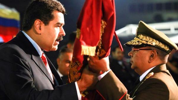 Reverol Torres junto a Nicolás Maduro.