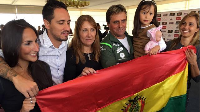 Bolivia sorprende a la selección de Perú