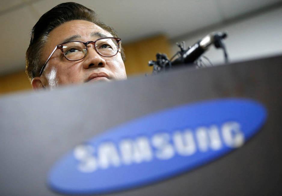 Koh Dong-jin, presidente de Samsung Electronics Mobile, en el anuncio ayer de la decisión de Samsung de detener las ventas mundiales del Galaxy Note 7. (Foto: Reuters)
