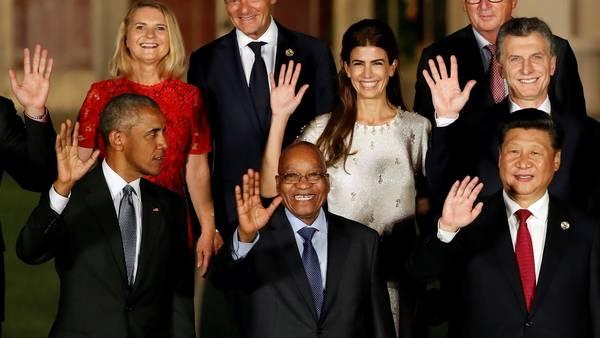 Barack Obama en la foto de familia, al comienzo de la Cumbre del G-20. detrás Juliana y el presidente Macri. (Foto: AP) (AP Photo/Ng Han Guan)