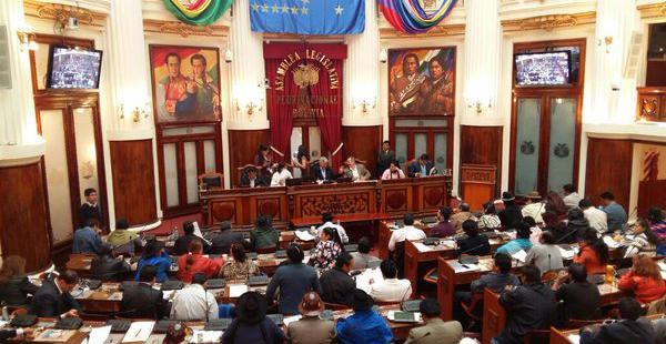 Opositores y oficialistas dan el primer paso en el proceso para elegir a un sustituto de Rolando Villena.