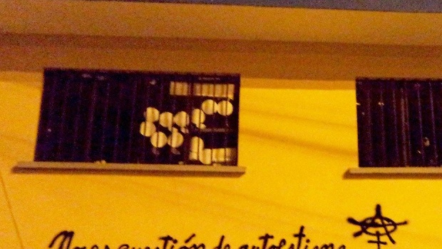 Generan polémica graffitis de Mujeres Creando en contra de Maricruz Ribera