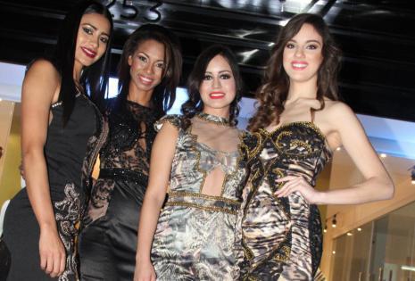 Las hermosas modelos que engalanaron la apertura de su negocio