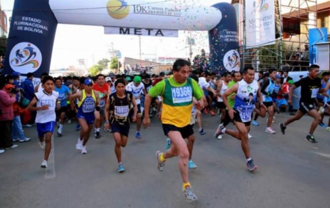 Huanca y Mendoza ganan la carrera pedestre 10K