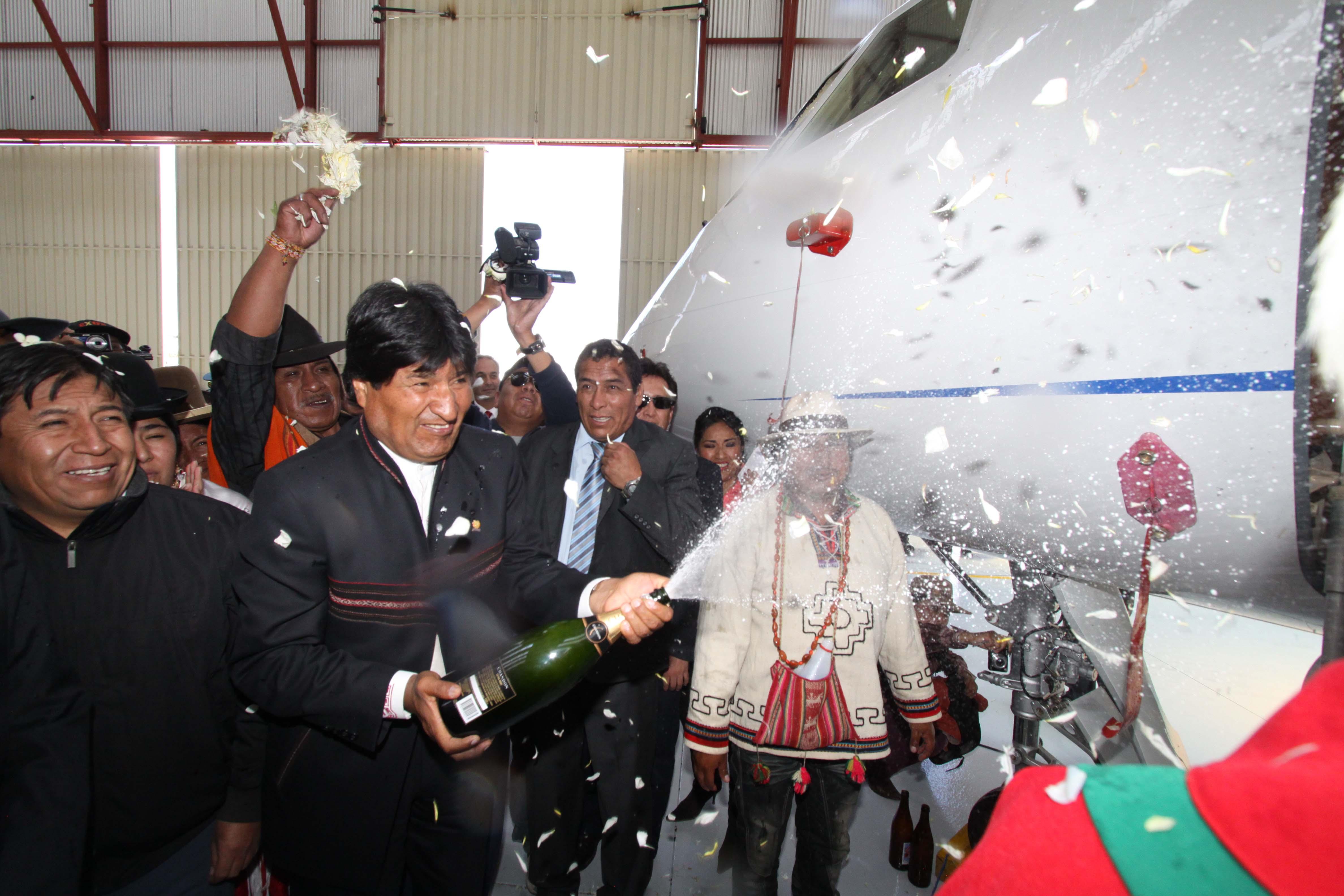 Resultado de imagen para Evo inaugura dos nuevos hangares en la Base Aérea