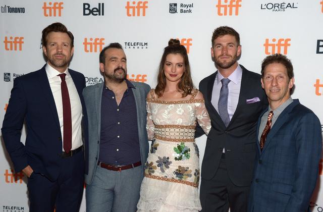Tim Blake Nelson, Jason Sudeikis, Nacho Vigalondo, Anne Hathaway y Austin Stowell, en la premiere de Colossal en Toronto.