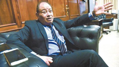 El ministro de Gobierno, Carlos Romero, en su despacho
