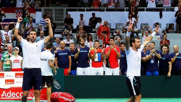 Marin Cilic e Ivan Dodig celebran el triunfo en el dobles para dejar a Croacia a un paso de la final. (EFE)