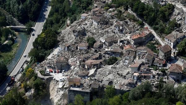 Una imagen aérea después del terremoto en la ciudad de Pescara del Tronto, Italia. REUTERS