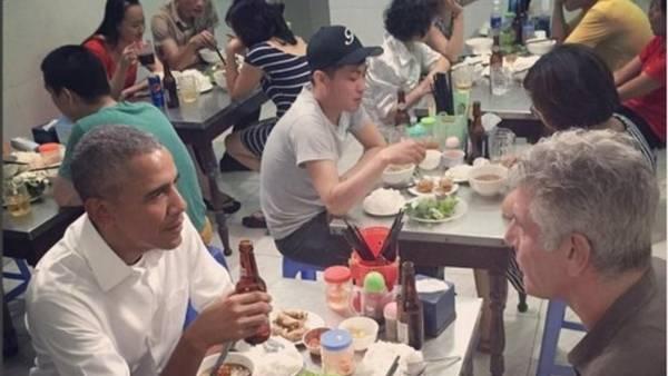 Obama cenó en Vietnam por US$ 6 con Bourdain.