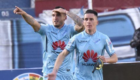 Gastón Cellerino, autor del segundo gol, y Juan Miguel Callejón.