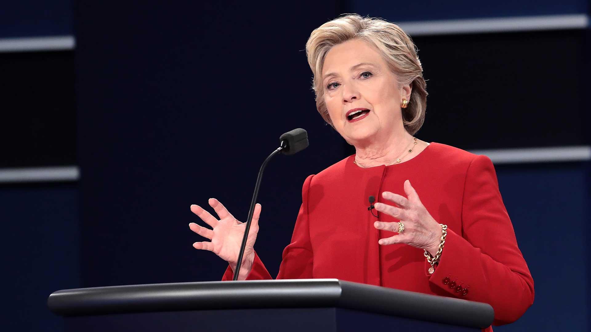 (AFP) Clinton dijo que el historial de Trump, con sus múltiples quiebras, muestran que sería un mal presidente