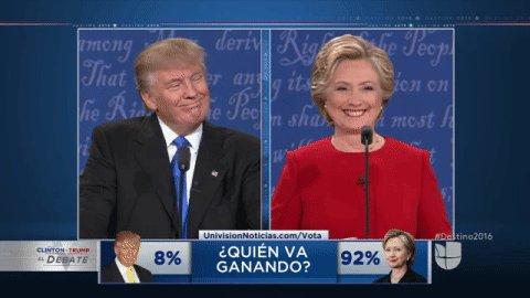 La actitud de @HillaryClinton en el #debate resumida en un movimiento de hombros. #Destino2016