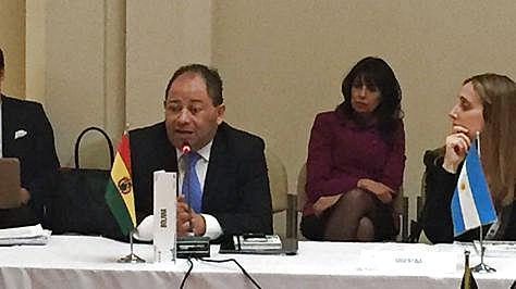 El ministro Carlos Romero en el evento en Argentina