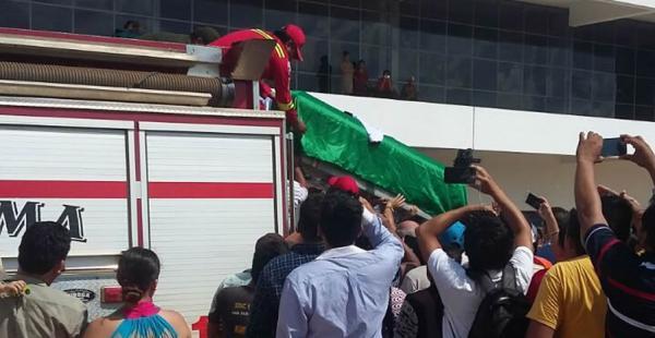 El cuerpo del capitán Miguel Quiroga fue recibido entre lágrimas por sus familiares en Cobija