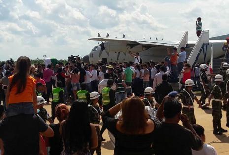 avión Herculés en Pando