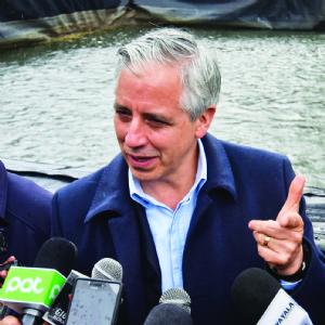 Vice admite fallas en los ministerios y anuncia ajustes